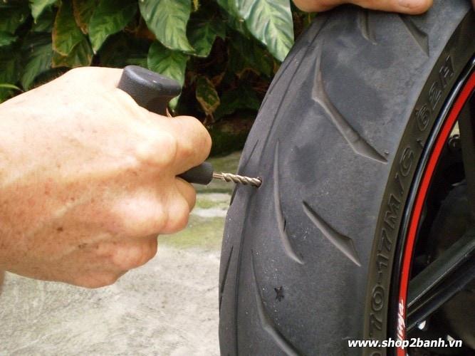 Hướng dẫn cách vá vỏ xe không ruột - 4