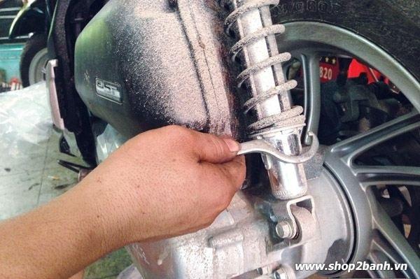 Phuộc nhún xe máy với những hư hỏng thường gặp và cách khắc phục - 2
