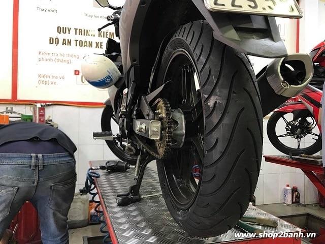 Cách lắp lốp xe michelin cho exciter 150 đúng chiều - 5