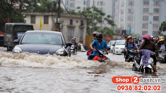 Cần lưu ý những gì để chạy xe máy an toàn trong mùa mưa - 7