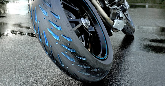 Tại sao lốp xe máy có các rãnh gai? Có tác dụng gì không?